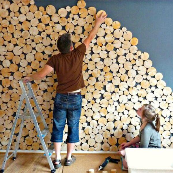Koka ripiņu sienas izveidošana.